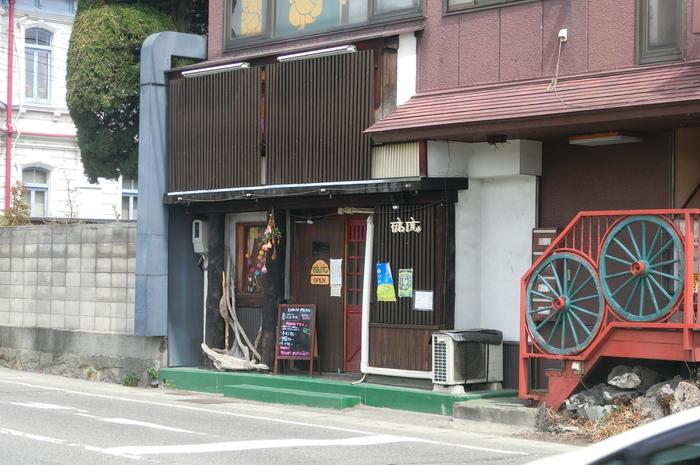 長野県松本市城東、松本市役所の近くにある、インドカレー、タイカレーが美味しいアジアン料理のカフェ「がねいしゃ」。