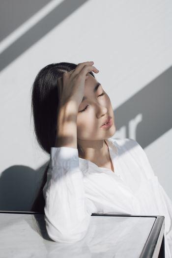 風邪の治りかけに頭痛やめまいを起こす人もいます。それは、鼻づまりが原因の1つに考えられるそうです。改善するには体を温めて血流を良くしましょう。
