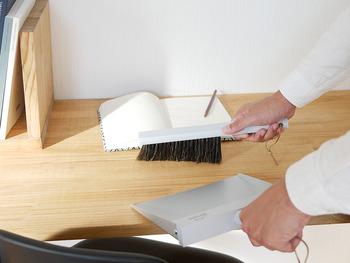 掃除は、散らかってきた時に一気に済ませるのもひとつの方法ですが、こまめにブラシなどでゴミがたまらないように心がけるだけでも、負担が減ってきます。