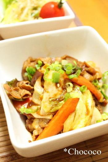 ささっと作れる回鍋肉のレシピ。キャベツ、ピーマン、人参のお馴染みの野菜でできますよ。辛めがお好みの方は、豆板醬をプラスしてみてくださいね♪