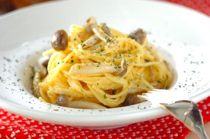 パスタとコンソメスープもよく合います。クリーム系で具材がシンプルなパスタは、野菜たっぷりのコンソメスープや、和風のコンソメスープにも合い、パスタがより美味しくいただけそう。