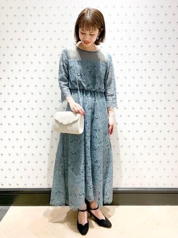 長袖+ロング丈のワンピースは、体型が気になり始める30代や40代、産後のママにもおすすめのアイテムです。 明るいカラーなら重たい印象にならず、結婚式らしい華やかな雰囲気になりますね。