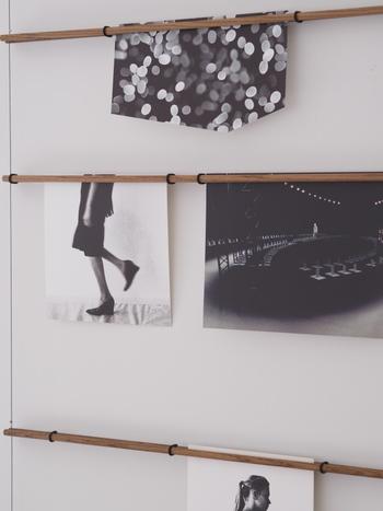 写真やポスターなどをコンパクトに飾っていくことができます。壁一面を飾ることができるのに、圧迫感はまるでありません。軽やかな壁面収納におすすめですね。