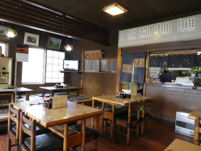 山形県庁からほど近い所に店舗を構える「あたご食堂」は、昔ながらのお食事処。 地元の人達にも愛されている人気店です。テーブル席は勿論、お座敷席があるのが嬉しいですね!