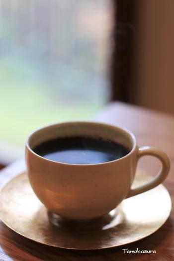 こちらは人気の中煎り「あじさいブレンド」。その年の生豆のみを使って焙煎されるコーヒーは奥が深く納得のお味です。