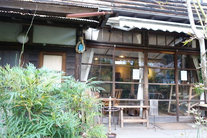 北鎌倉駅近くに位置する「喫茶ミンカ」。こちらも古民家を改装して作られており、鎌倉らしい風情バッチリのお店です。