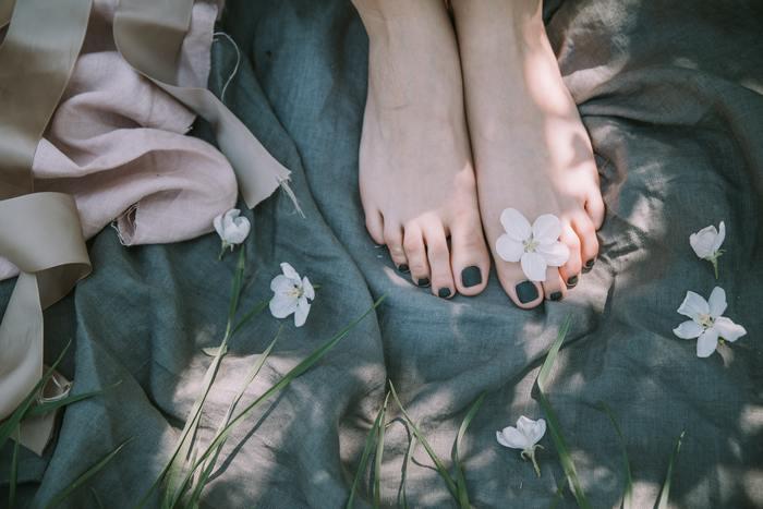 また、ピカピカに磨かれた靴、きれいに整えられた足のネイル、肌に優しいインナー等、人の目には触れにくいところを整えると自分自身が磨かれるようで、自分を大切にしているという満足感が得られるでしょう。