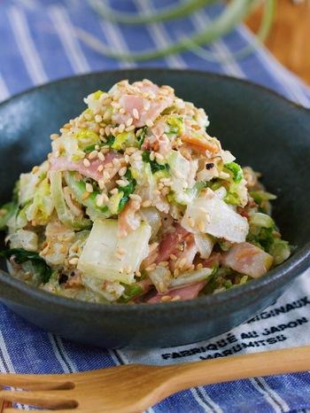 ごま+マヨネーズ+ポン酢で和えるやみつきサラダ。先に白菜を砂糖とだしの素で和えることでお子さまでも食べやすい味わい。