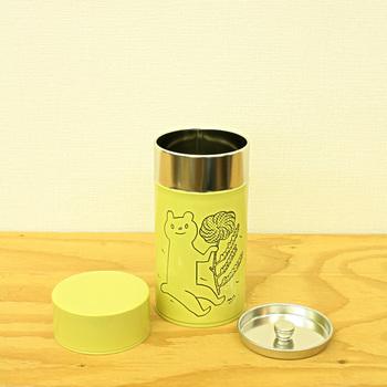ほっこり和む鹿児島睦さんのイラストが描かれた保尊間です。グラノーラの他に、お茶や海苔などを入れても。