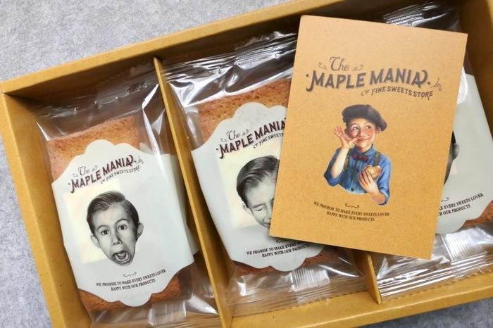 帰省時には、持ち運びやすい箱のお菓子は重宝しますね。レトロな雰囲気のイラストが可愛いこちらのお菓子は「ザ・メープルマニア」のメープルフィナンシェ。ザ・メープルマニアは、東京駅グランスタのお土産ランキングでも1位に輝いており、メディアでもよく取り上げられる話題のお店です。