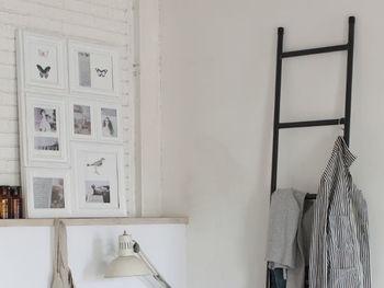 ハンガーをかけておけば、さっと取り出しやすく、お部屋もすっきりと片付きますよね。ラダーに似合うシンプルなハンガーを選ぶのがポイントです。