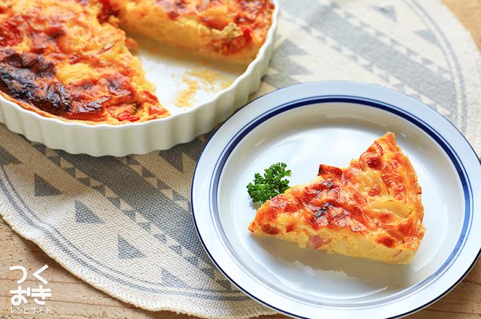 マッシュしたポテトにミニトマトをアレンジしたサラダのようなキッシュレシピです。素朴な味わいで、いくつでも食べられそうです。