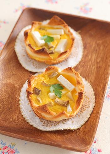 サンドイッチ用の薄い食パンをずらしてカップ状にしています。ぎざぎざの角が王冠のようで可愛らしいですね。