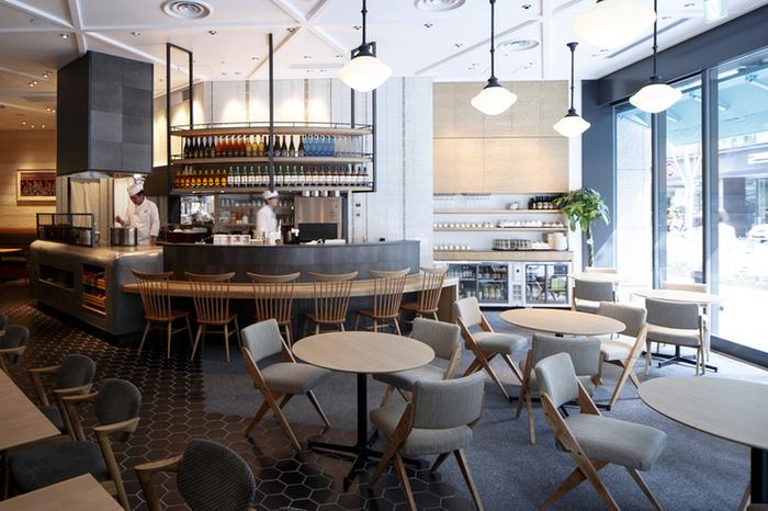 店内は和モダンな雰囲気でとってもおしゃれ。シンプルで清潔感がありますね。壁装などには、和をモチーフにした伝統的なデザインが取り入れられており、自然と心安らぐ空間になっています。