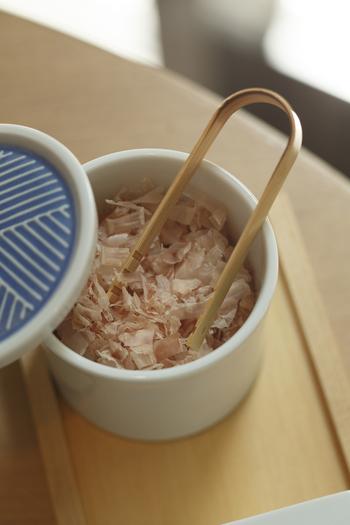 各テーブルには、にんべんの鰹節も用意されています!ぜひ、ランチのごはんと一緒に味わってみてください。