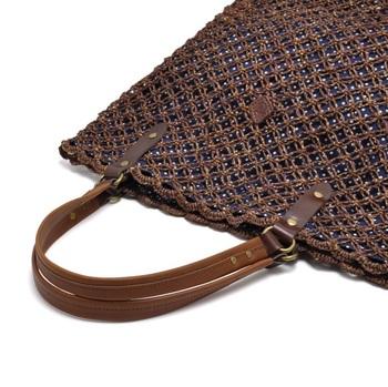 おしゃれで実用的で持ちやすい...素朴でナチュラルなかごバッグがさらに進化してしまいました!アバカの透かし編みからのぞく水玉柄が大人っぽい印象です。