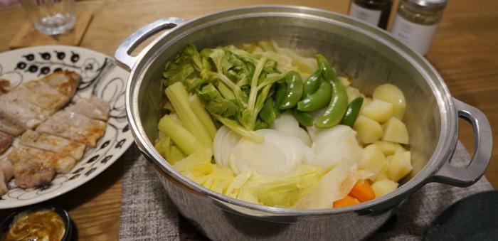 いかがでしたか? 今回ご紹介したお鍋たちは、どれも優秀◎。キッチンにひとつあるだけで、日々のお料理作りを、サポートしてくれます。 毎日のお料理作りは、楽しい反面、時には大変に感じることも…。 圧力鍋や、無水鍋といった頼れるパートナーがいるだけで、心強いですよね!忙しい時には圧力鍋でスピーディー調理。旬のお野菜など素材の味を存分に楽しみたい時には無水鍋、といったように用途によって楽しく使い分けてみてはいかがでしょう…。みなさんも是非、永く寄り添って行ける素敵なパートナー「圧力鍋」&「無水鍋」を見つけてみて下さいね♪