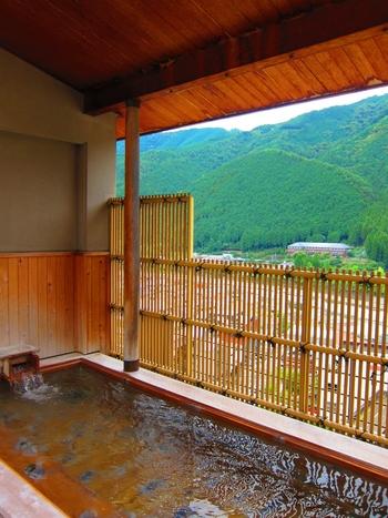 紗々羅の【温泉】は・・・「宿泊」「日帰り入浴」両方可能です。  また、30分くぎりで貸し出してくれる、貸切露天風呂もあります。客室にお風呂が付いていなくても、心置きなく温泉を楽しめます。