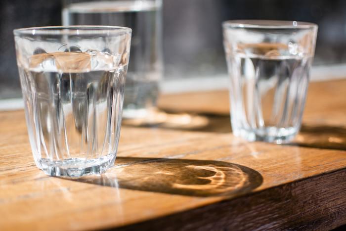美肌に水分不足は大敵!だんだん暑くなってくる季節なので、熱中症の予防も含め水はこまめに飲むようにしましょう。