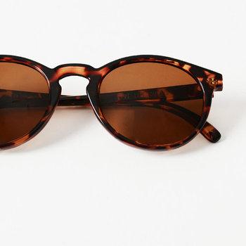 「SUNSKI ( サンスキ )」はオーストラリアのブランド。こちらのデザインは丸みを帯びたポップなフォルムとマーブルカラーが魅力。