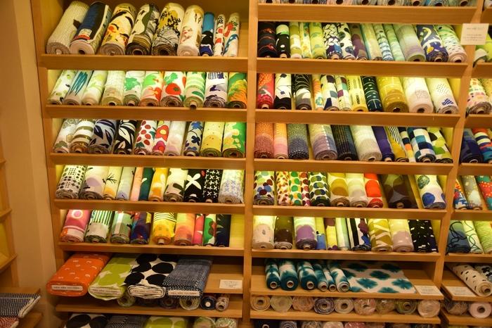 プロデューサー若林剛之氏、テキスタイルデザイナー脇阪克二氏、建築家辻村久信氏によって2002年に設立された京都発のブランド「SOU・SOU」。デザインを担当する脇阪氏の、鮮やかな色彩感覚と大胆なデザインは一度目にすればきっと虜になってしまうはず。