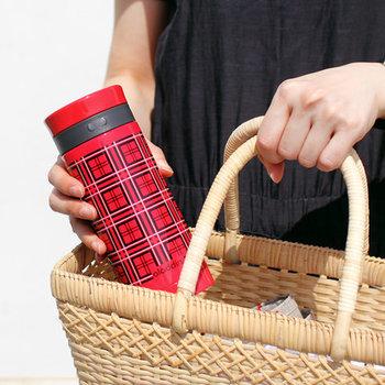 お出かけの際に「マイボトル」を使ってみましょう。カップなどのゴミも減ることになるので、エコにもなりますね。その日の気分で入れる飲みものを変えれば、飽きずに楽しめて続けられそうです。