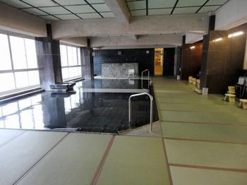 小川屋の【温泉】は・・・「宿泊」「日帰り入浴」両方可能です。日帰り入浴に加えて、貸切風呂や健康バイキングが付いた、「土日限定の日帰りプラン」もありますよ。
