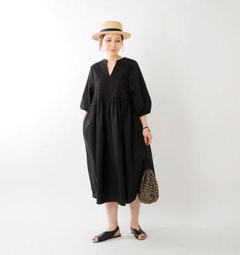 つま先の窮屈感がなく、涼しく履けるオープントゥサンダルは、夏のお出かけに重宝すること間違いなし。シンプルで上品なデザインのため、カジュアルスタイルはもちろん、よそいきワンピースとの相性も◎