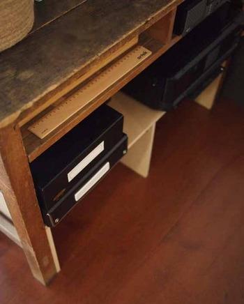 強度を高めるために、さらに棚の中央にボードを追加しE型にしました。まさに、オリジナルの世界に一つだけの棚。日々使うものだから、使い勝手よく手作りするというのも素敵なアイデアですね!
