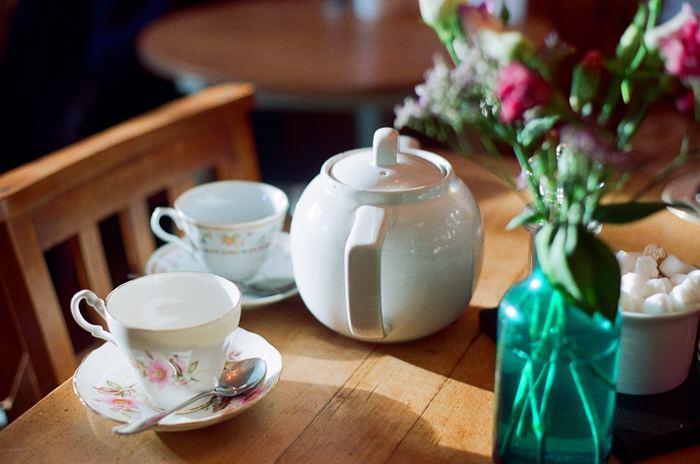 昼下がりの午後、気兼ねなくおしゃべりを楽しむのは至福の時。親しい友人を招いてアフタヌーンティーにしようかなと思ったら、紅茶にぴったりの英国菓子を手作りしてみませんか?