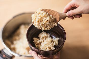 ブラウンライスのメニューに使われているごはんは、全て玄米。店名にもなっている看板商品で、しっかりと玄米の味がするごはんです。毎月1日と15日は、特別に小豆入りが提供されます。