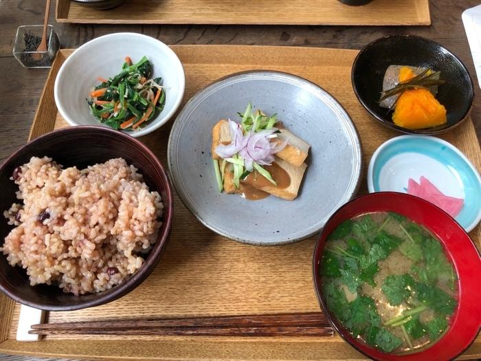 ヘルシーなランチと聞いたら、何を思い浮かべますか?いろんなメニューがあると思いますが、やっぱり和食ははずせないですよね。今回は、東京都内にある和食ランチが美味しいお店をまとめました。