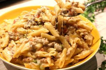 ひき肉やミックスベジタブルを使ったマカロニ&チーズもコクがあっておいしいです。あとは、サラダなど添えれば、バランスもよくなりますね。