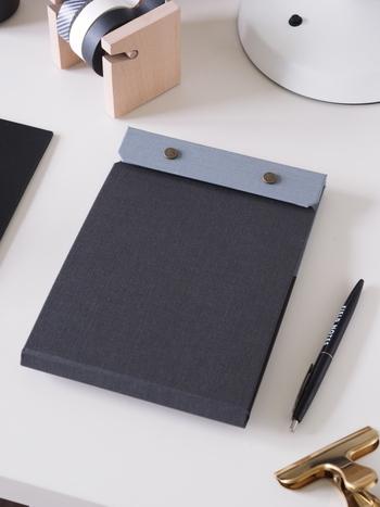 ニューヨーク発のブランド・ポスタルコのスナップパッドです。使用済みのコピー用紙や、ミスプリントしてしまった紙などを美しいノートとして再利用できるというスバラシイ商品です。