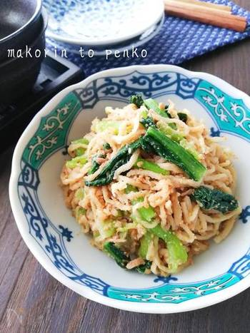 煮物にすることが多い切り干し大根ですが、水で戻して絞るだけでも食べられます。中華風サラダにすればコリコリの歯ごたえが楽しい栄養満点の副菜に。保存は冷蔵庫で3日位です。
