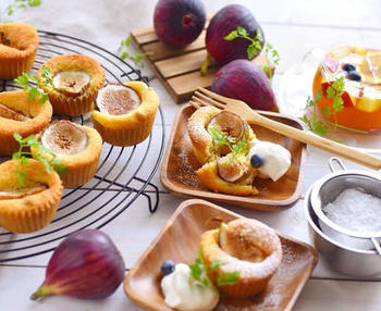 クルミといちじくの食感の違いを楽しめるカップケーキです。アーモンドとバターで風味もしっかり。