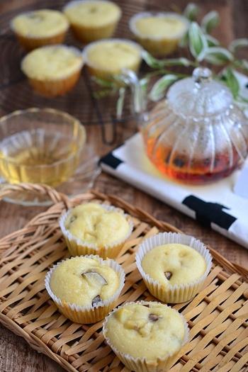 さつまいもとバナナの素朴な味が病みつきになるカップケーキです。ホットケーキミックスを使って、蒸しパンのような軽い口当たりに。