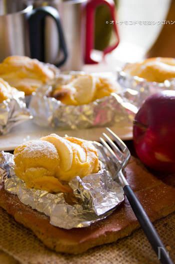 リンゴとヨーグルトのカップケーキは、ホットケーキミックスを使うので材料がとてもシンプル。カップケーキのカップがなくても、アルミホイルで代用できます。