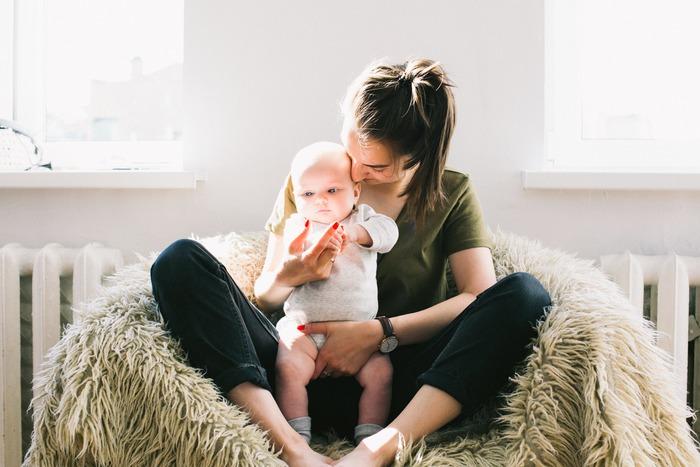 ハッカ油は1滴でもかなりの清涼感があるため、妊婦さんや赤ちゃんには刺激が強いことも。原液を肌に付けるのは避け、必ず薄めて使いましょう。