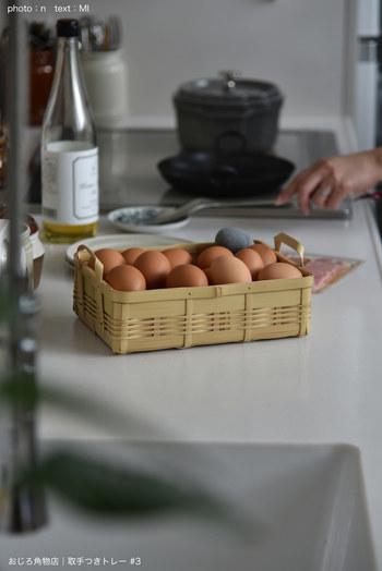 A5の用紙が入るサイズの竹かご。素材ならではの優しい雰囲気がとても魅力的ですね! こちらのブロガーさんは、このかごを卵入れとして使い、冷蔵庫の中で愛用しているそうです。