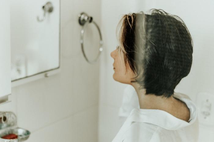 顔のむくみの原因って!? 気をつけたい6つの生活習慣と、簡単むくみケアマッサージ