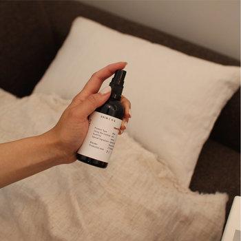 また、眠る前にアロマを焚いたり、好きな香りを枕や寝具にスプレーするのもおすすめ。ラベンダーやベルガモットなどリラックス効果のあるものを選ぶとよいでしょう。