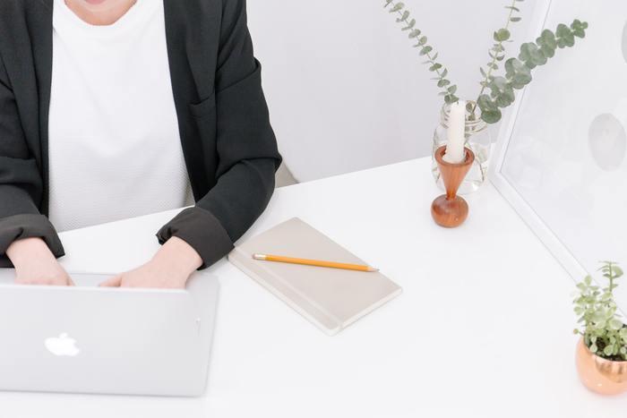 最初は徐々に慣らすかたちでもいいでしょう。 仕事であれば一日の業務時間を全部区切るのではなく、例えば、会議の資料を作る際に25分の区切りをつけてみませんか。限られた時間の中で、集中する習慣がつくようになるはず。