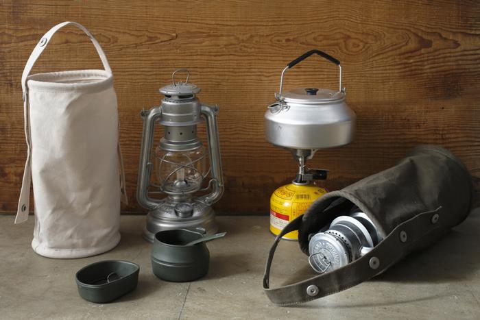 丈夫なコットンで出来たランタンバッグです。割れやすいガラスの部分もしっかりガードしてくれます。お家では工具入れなどとしてガレージで活躍してくれそう。