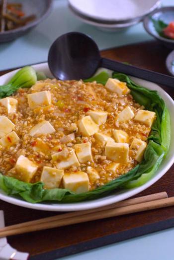 作っておいた鶏そぼろを麻婆豆腐に。基本の味付けはしてあるので、辛味を足せばOKです。鶏肉なのでヘルシーな点もいいですね。