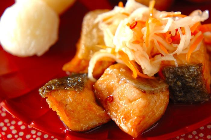 ほんのり甘みと酸味が美味しい南蛮漬けも、なますを使えば簡単です。なますでお野菜も摂れるので栄養バランス的にもよさそうですね。