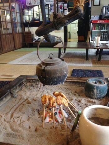 お風呂上がりは、喫茶スペースで休憩しつつ、名物の五平餅を召し上がれ*  どっぷりノスタルジックな気分に浸る日帰り温泉を楽しんでみてはいかがでしょう。
