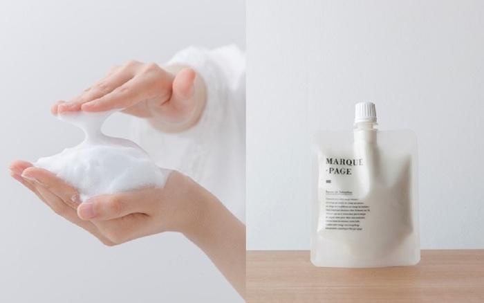 濃密でボリュームある泡立ちが特徴の『サボン ド スムージー』は、そのもっちりとした泡が気持ちいいとリピーターになる人が多いそう。天然の保湿成分が配合されているから、洗い上がりもつっぱることがないようです。パウチタイプのパッケージに入っているので、最後まで絞り切って使えるのも魅力。
