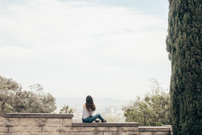 今まで感じていた生きづらさや自信のなさは、「自己肯定感」の低さが原因でした。「自己肯定感」の高低は人の優劣を決めるものではありませんが、人生の質を左右するものです。今回ご紹介した方法をコツコツと継続し、ありのままの自分を認められるようになってくださいね。