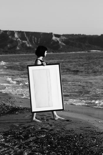 """自分の欠点ばかりにフォーカスしていると、「自己肯定感」は下がるばかりです。物事の見方や視点を変えることを、""""リフレーミング""""といいます。短所と思えることを、長所に言い換える練習を始めましょう。"""